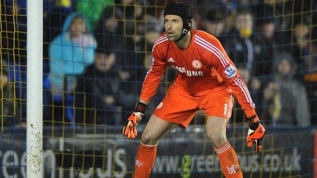 Brankář Chelsea Petr Čech by mohl zůstat v Londýně, jen by oblékal dres Arsenalu namísto Chelsea.