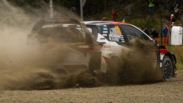 První etapu Finské rallye vyhrál domácí jezdec Jari-Matti Latvala s toyotou