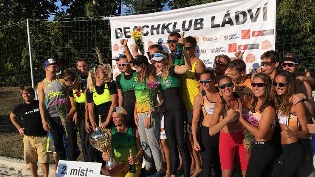Unikátní mistrovství republiky klubů v plážovém volejbalu se bude hrát v pražském Beachklubu Ládví.