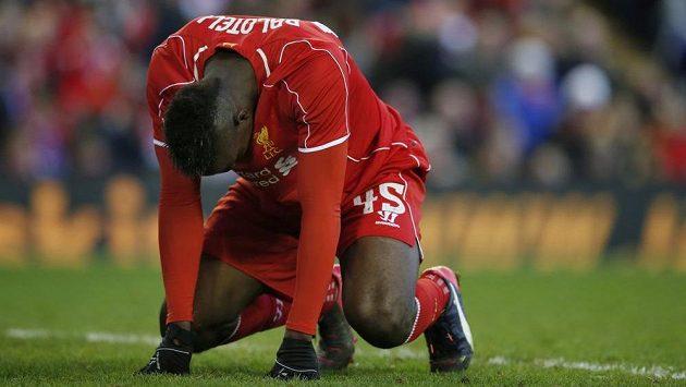 Liverpoolský útočník Mario Balotelli zpytuje svědomí v pohárovém duelu s Blackburnem.