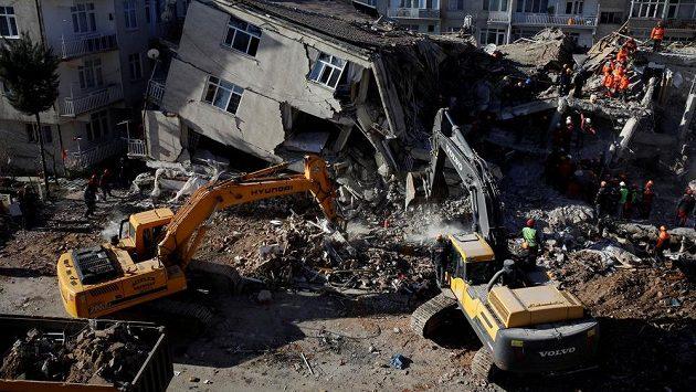 Následky zemětřesení v Elazigu.