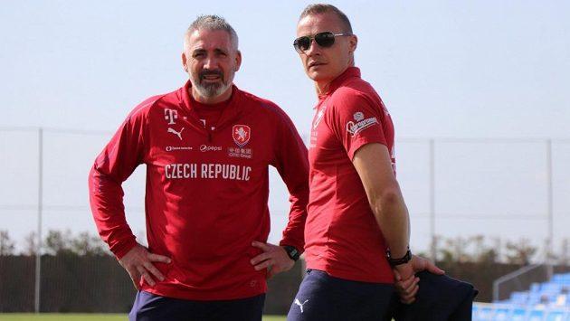 Tomáš Zápotočný, manažer fotbalové reprezentace do 21 let a trenér brankářů Ladislav Maier (vlevo).