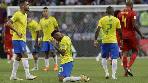 Konec! Neymar se svými brazilskými spoluhráči jede z MS domů.