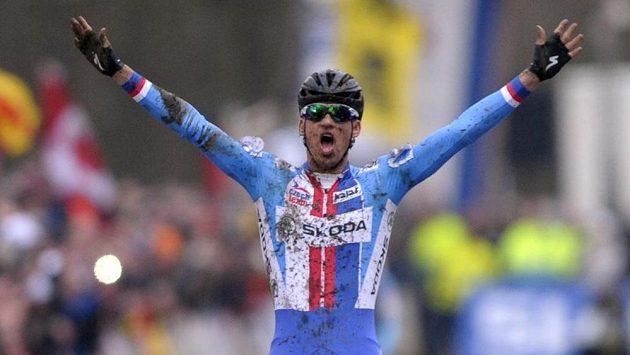 Zdeněk Štybar slaví titul mistra světa v cyklokrosu.
