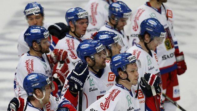 Skloněné hlavy českých hokejistů...