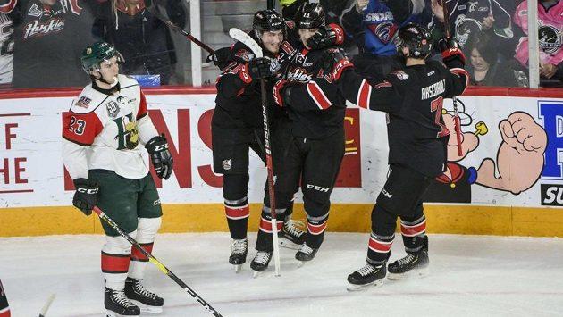 Devatenáctiletý útočník Jakub Lauko se stal desátým českým vítězem hokejového Memorial Cupu. Trofej pro nejlepší tým kanadských juniorských soutěží získal s celkem Rouyn-Noranda Huskies.