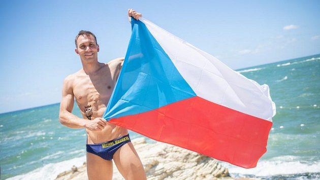 Michal Navrátil při závodu série Red Bull Cliff Diving v Bejrútu.