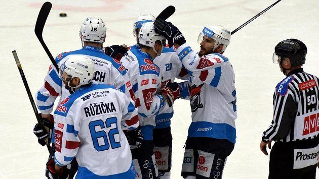 Radost chomutovských hokejistů z vyrovnávacího gólu proti Třinci.
