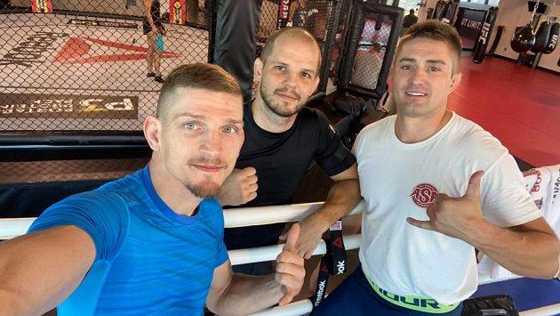 Jan Maršálek (uprostřed), Jakub Kašpar (vpravo) a David Dvořák při tréninku. Fotka nesmí chybět.