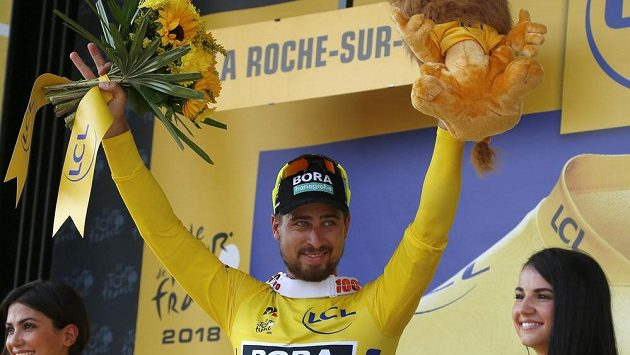 Slovenský cyklista Peter Sagan se dostal díky vítězství ve 2. etapě Tour de France do průběžného vedení.