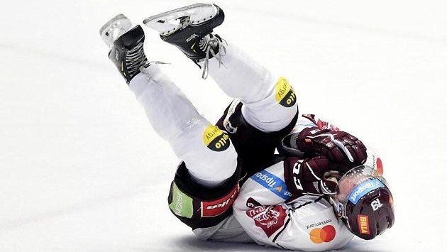 Zraněný obránce Tomáš Pavelka ze Sparty.
