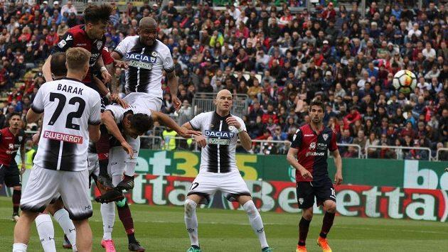 Český fotbalista Jan Barák si v dresu Udinese v poslední době moc fotbalové radosti neužívá. Fanouškům předvedl v duelu s Cagliari alespoň parádní sólo, po němž jeho tým skóroval. Nakonec ale zápas prohrál.