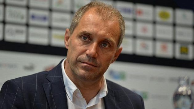 Nový trenér fotbalistů Viktorie Plzeň Roman Pivarník na tiskové konferenci.