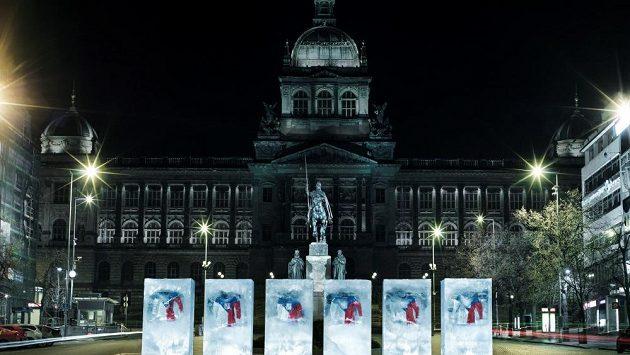 Dresy, které bude hokejová reprezentace oblékat na olympiádě v Soči, jsou nyní vystaveny na pražském Václavském náměstí.