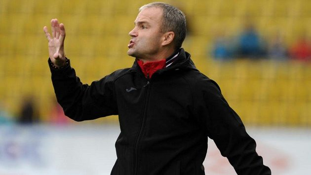 Trenér Baníku Ostrava Radomír Korytář.