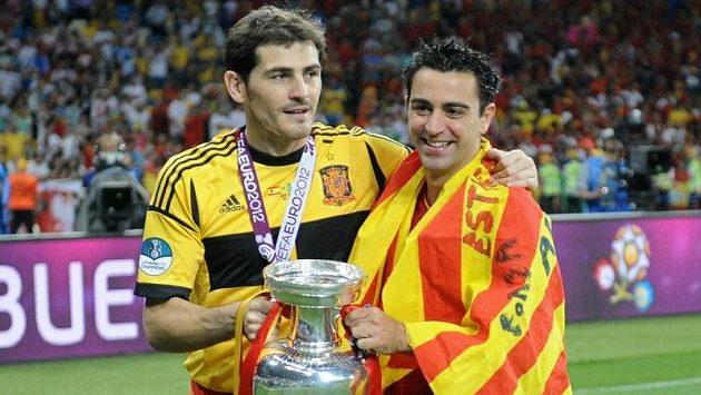Brankář Ikes Casillas (vlevo) z Realu Madrid a středopolař Xavi z týmu rivala z Barcelony byli oporami španělské reprezentace při triumfu na ME