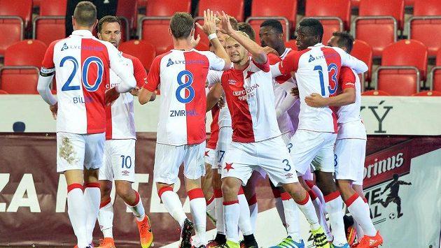 Slávističtí fotbalisté slaví gól - ilustrační foto