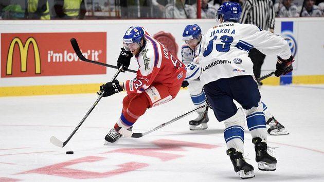 Jakub Voráček (vlevo) během přípravného utkání s Finskem ve Znojmě.
