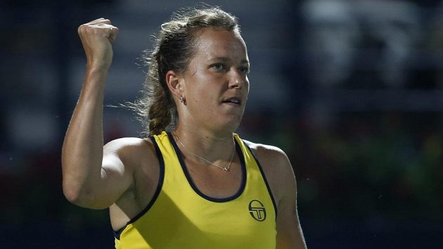 Česká tenistka Barbora Strýcová se raduje z postupu do finále turnaje v Dubaji. V semifinále porazila ve třech setech Caroline Garciaovou z Francie.