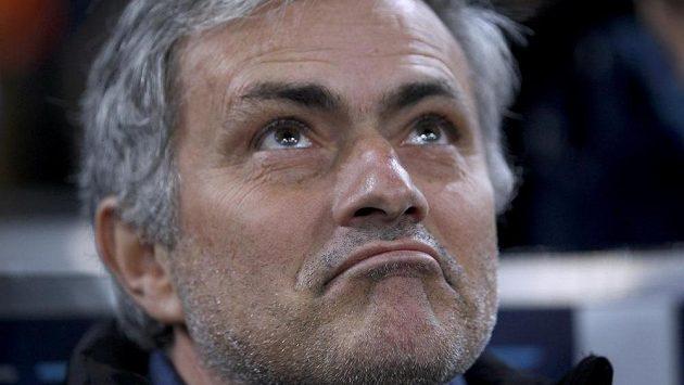 Spokojený manažer Chelsea José Mourinho po pětibrankové výhře na stadiónu Schalke 04 v Gelsenkirchenu.