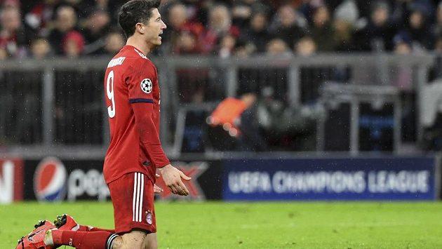 Kanonýr Robert Lewandowski sice gól dal, ale jeho Bayernu stačil jen na remízu.