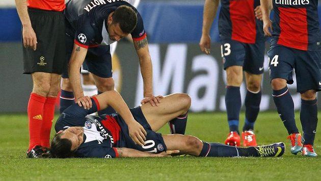 Zlatan Ibrahimovic si přivodil svalové zranění v zápase Ligy mistrů proti Chelsea.