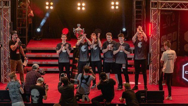 Vítězi loňského ročníku Mistrovství ČR v počítačových hrách v CS:GO. Archivní foto
