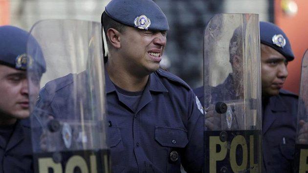 Brazilští policisté jsou v pohotovosti.