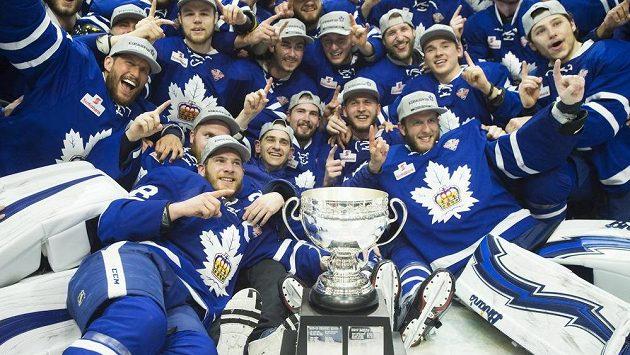 Hokejisté Toronta Marlies po triumfu v Calder Cupu.
