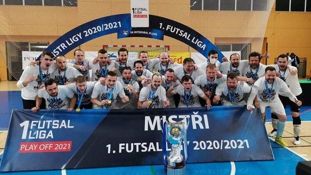 Futsalisté Plzně slaví premiérový mistrovský titul.
