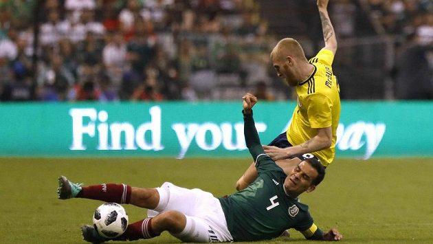 Mexičan Rafael Márquez (v zeleném) se jako čtvrtý fotbalista v historii zúčastní pátého mistrovství světa.