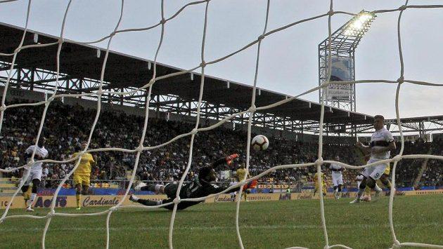 Janovský Krzysztof Piatek dává gól proti Frosinone. Ilustrační snímek.
