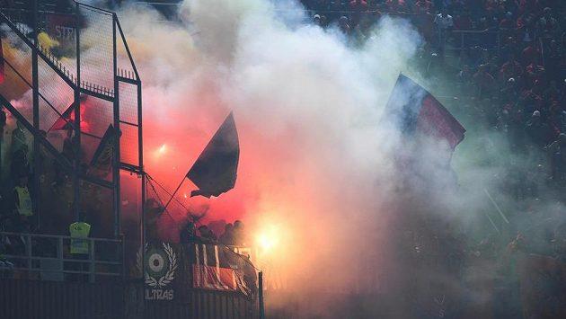 Albánští fanoušci v Palermu při utkání s Itálií.