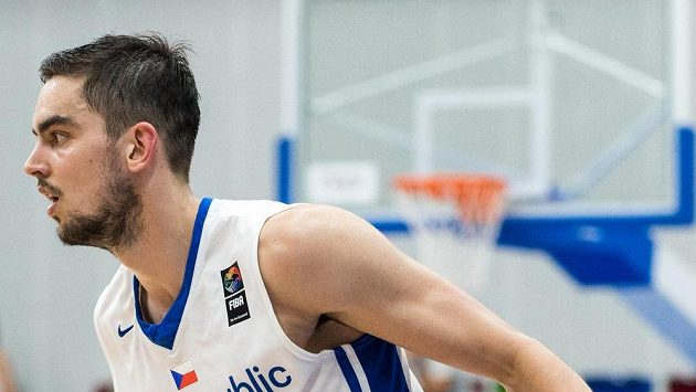 Český basketbalový rozehrávač Tomáš Satoranský.
