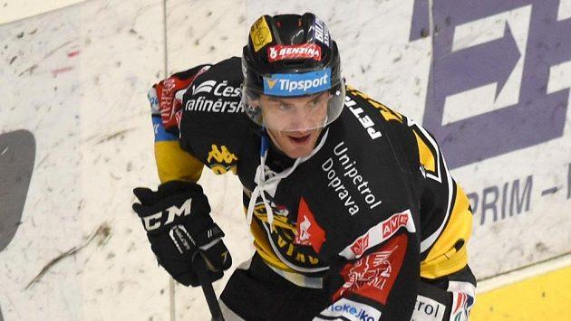 Litvínovský Viktor Hübl při utkání s Chomutovem.