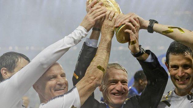 Trenér Francouzů na EURO nezapomněl. Iproto po zlatém triumfu jeho Vive la République před čtyřmi prezidenty