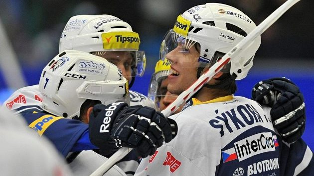 Plzeňští hokejisté slaví gól