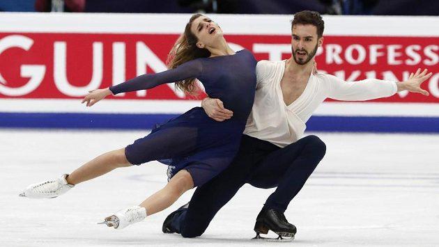 Francouzi Gabriella Papadakisová a Guillaume Cizeron při volném tanci na ME v Moskvě.