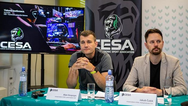 V Ostravě se představila nová asociace elektronických sportů Czech Electronic Sport Association (CESA). Chce sdružit hráče, týmy, organizátory, esportovní i sportovní asociace. Zleva jsou viceprezidenti CESA Alan Ilczyszyn a Jakub Čubík.