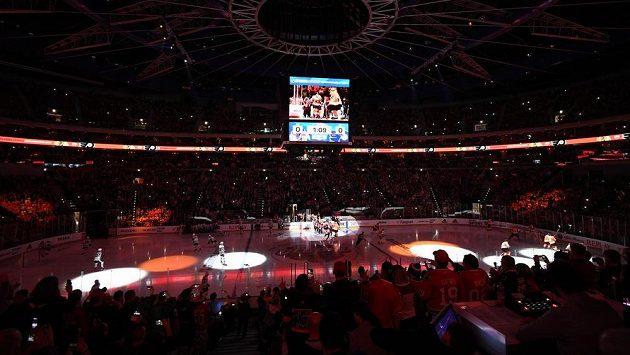Utkání NHL Philadelphia Flyers - Chicago Blackhawks v pražské O2 areně.