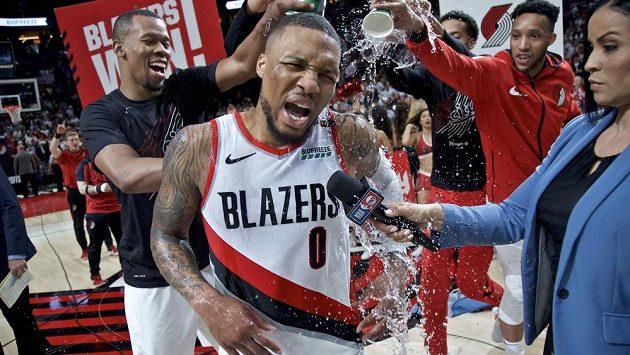 Basketbalistům Portlandu vystřílel rozhodující výhru nad Oklahomou 118:115 Damien Lillard, který dal 50 bodů včetně dalekonosné vítězné trojky.