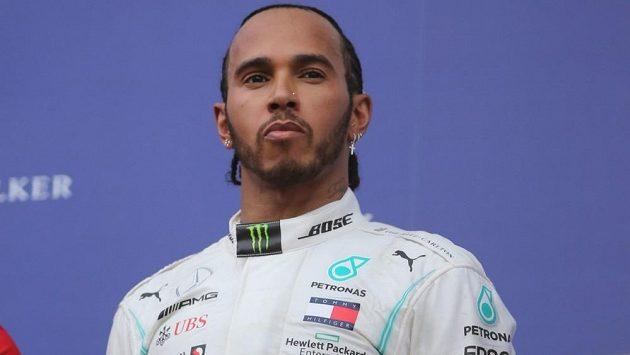 Lewis Hamilton žádá po Mercedesu zlepšení.