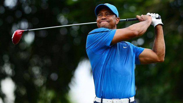 Golfista Tiger Woods může na konci víkendu přijít o pozici světové jedničky.