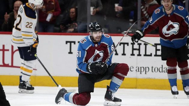 Český útočník Colorada Avalanche Martin Kaut slaví premiérový gól v NHL. Trefil se proti Buffalu.