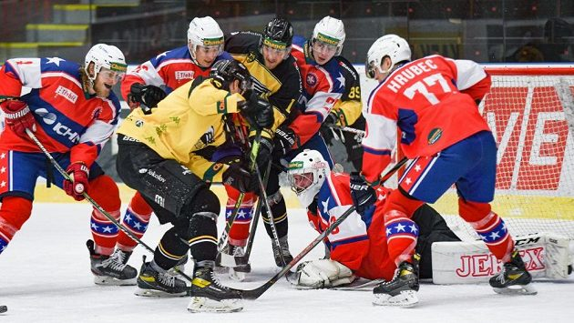 Momentka ze sobotního zápasu první hokejové ligy mezi Třebíčí a Sokolovem.