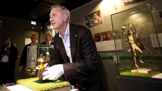 Legendární fotbalista a později úspěšný trenér Johann Cruyff u příležitosti otevření výstavy v Amsterdamu.