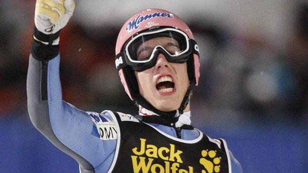 Rakouský skokan na lyžích Lukas Müller na archivním snímku ze závodu SP v Oberstdorfu v roce 2009.
