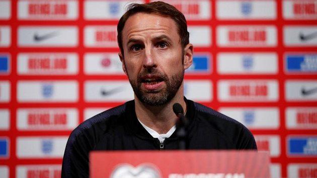 Kouč anglické fotbalové reprezentace Gareth Southgate na tiskové konferenci.