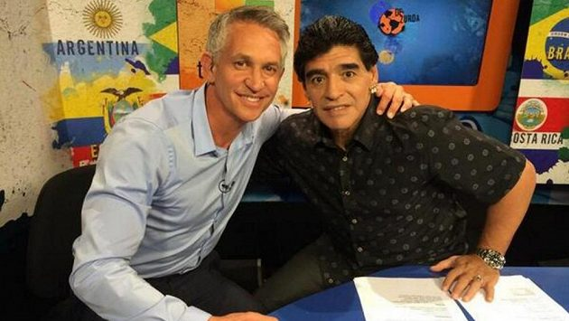 """Gary Lineker na snímku se """"starým známým"""" Argentincem Diegem Maradonou."""
