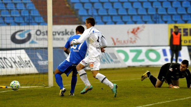Třetí gól už byl pro Milana Baroše snadný...